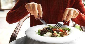 17 غذای مفید برای زنان | بهترین مواد غذایی برای زنان